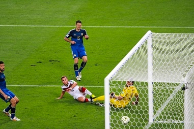 Götze_kicks_the_match_winning_goal BG.jpg